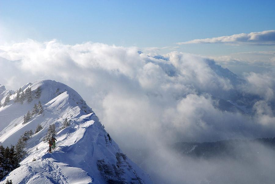 Над холмами и вдали