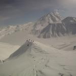 На заднем плане вулкан Бакенинг