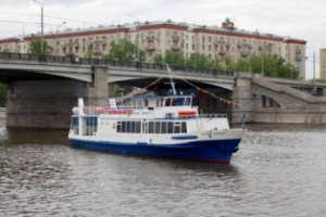 Прогулка по Москве-реке на теплоходе или спуск с заснеженной горы - сложность выбора