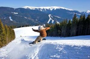 Сравнение отдыха летом и зимой на горнолыжном курорте